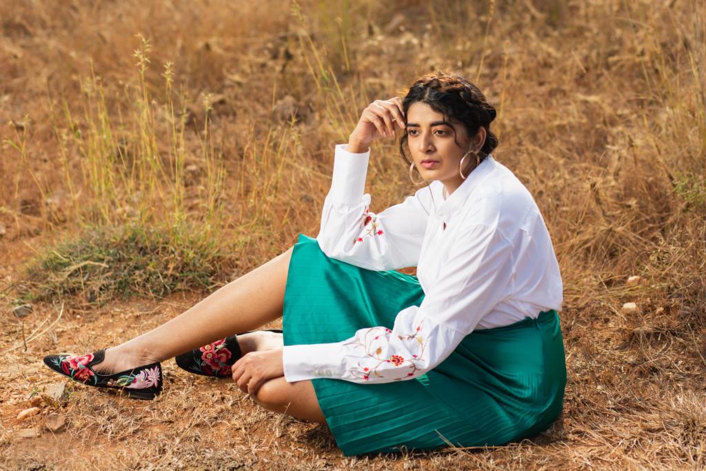 karnit aharoni french designer white shirt styling